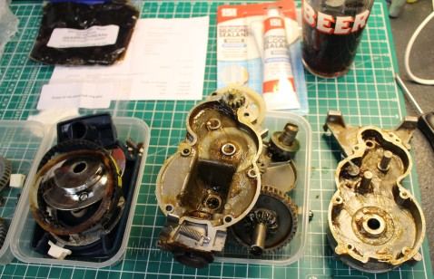 FixItWorkshop, Oct'17, Kenwood Chef A701a, gearbox before cleaning.
