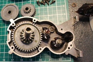 FixItWorkshop, Oct'17, Kenwood Chef A701a, adding new gearbox grease- note spacers.