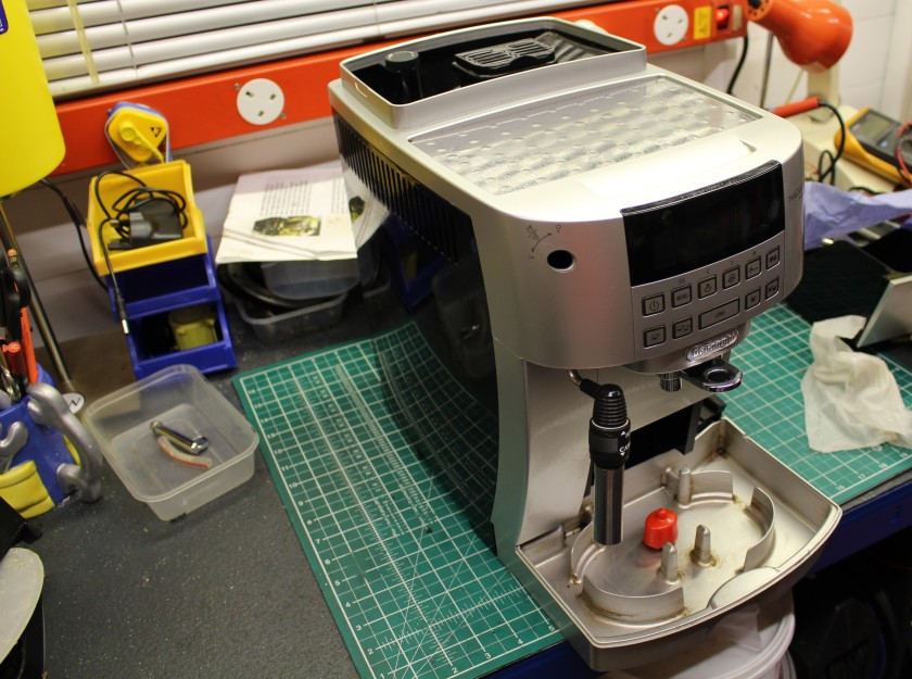 FixIrWorkshop, Worthing, Nov'20, DeLonghi Magnifica S, drip tray removed.